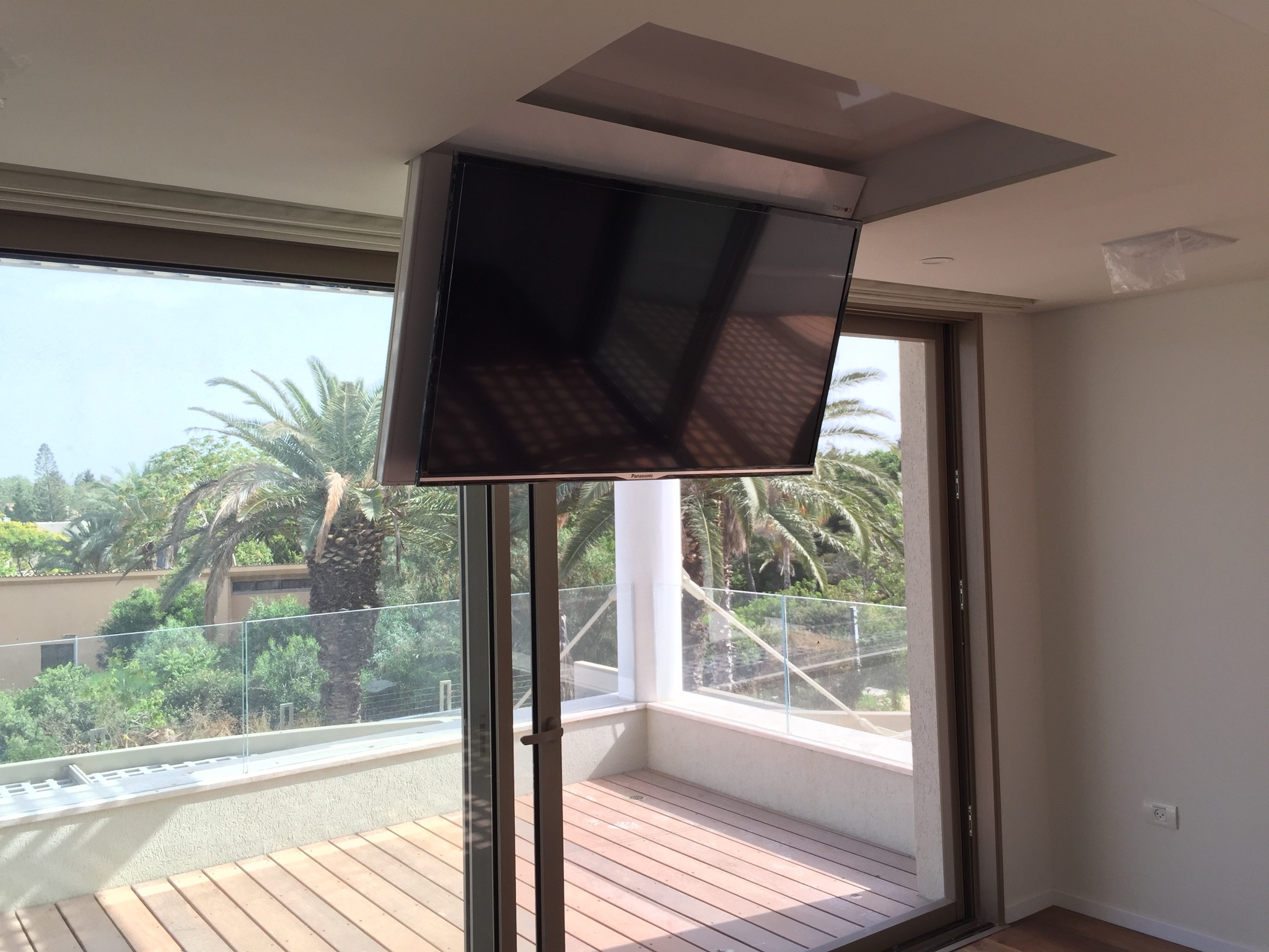 Iconnect Fold Down Ceiling Tv Lift